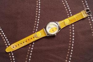 【送料無料】stunning fun watch yellow, battery fitted,keeping time