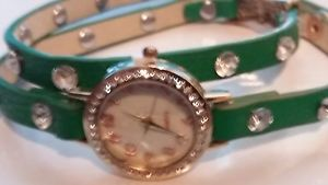 【送料無料】wristwatch ladies double loop green strap unusual