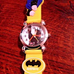 【送料無料】 yellow batman boys silicone wristwatch