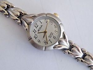 【送料無料】women's acqua silver tone quartz brcaelet watch fresh battery