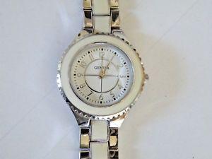 【送料無料】ladys geneva quartz watch silver amp; white easy read fresh battery