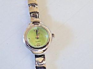 【送料無料】petite womans fashion quartz watch fresh battery