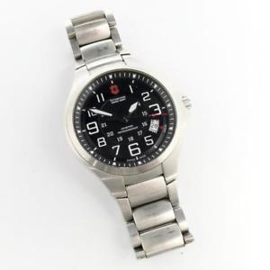 【送料無料】victorinox swiss army base camp stainless steel quartz wrist watch 241333 runs