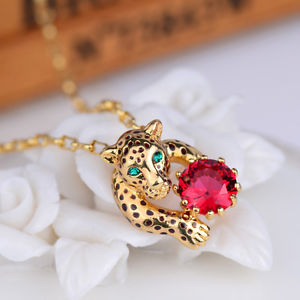 【送料無料】ネックレス エンドクランプメタルレッドクリスタルcollier fin pendantif panthere leopard metal cristal rouge artisannal l7