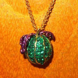 【送料無料】ネックレス ロシアスワロフスキークリスタルシートカボチャrusse swarovski cristaux vert citrouille violet feuilles oeuf pendentif
