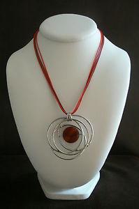 【送料無料】ネックレス ネックレスファンシーレッドカーディナルロゼットtres beau collier fantaisie rouge cardinal et rosace argent neuf