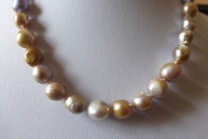 【送料無料】ネックレス マルチカラーバロッククリップcollier de perles de culture baroques multicolores