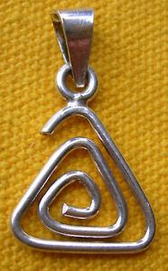 【送料無料】ネックレス シルバーペンダントスパイラルpendentif en argent 925 spirale en triangle  silver sterling 925 pendant