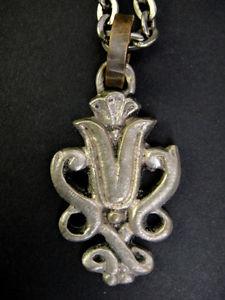 【送料無料】ネックレス ペンダントチェーンシルバーブロンズyvonne tindas pendentif et chaine en bronze argent