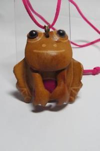 【送料無料】ネックレス スエードコードカエルペンダントcg3559 vrai cuir frog pendentif sur daim cordelette