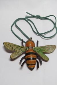 【送料無料】ネックレス スエードコードペンダントcg3554 vrai cuir bee pendentif sur daim cordelette