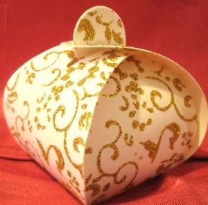 【送料無料】ネックレス ボールles 24 boites  drages cartonnes blanches et motifs paillets dors