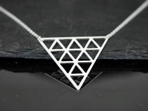 【送料無料】ネックレス シルバーモダンネックレスcollier avec graphique triangle pendentif argent minimal moderne