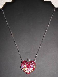 【送料無料】ネックレス メダリオンネックレスetnika collier mdaillon en coeur avec une jolie dco florale trs original