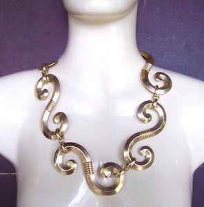 【送料無料】ネックレス カラードール2360 collier a volutes en metal dore