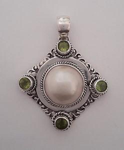 【送料無料】ネックレス シルバーペンダントパールagnes creations beau pendentif en argent 925 orne dune perle amp; peridots
