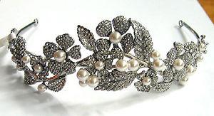 【送料無料】ネックレス バトラーウィルソンクリスタルビーズティアレbutler et wilson cristal perle fleur tiare nouveau