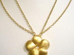 【送料無料】ネックレス シルバーカラーメッキサテンゴールドcollier en argent 925 plaqu en or avec fleur satin