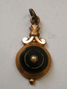 【送料無料】ネックレス ペンダントゴールドパンチオニキスパールpetit pendentif plaqu or sans poincons,serties onyx et perle,n717