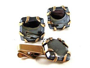 【送料無料】メンズアクセサリ― ゴールドトーンヘマタイトカフスボタンマッチングタイクラスプgold tone amp; hematite cufflinks amp; matching tie clasp pat pend 111716