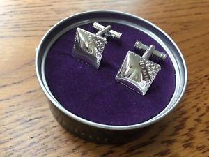 【送料無料】メンズアクセサリ― ted baker polishedtone squareロゴcufflinksbnibted baker polished silver tone square logo cufflinks bnib