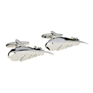 【送料無料】メンズアクセサリ― シルバーボックスフェザーカフスボタンクールcool silver coloured feather cufflinks in a cufflink box x2aj040