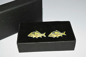 【送料無料】メンズアクセサリ― ミラーカフスボタンボックススポーツエナメルシャツmirror carp fish cufflinks gift boxed novelty fishing sport wedding enamel shirt