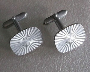 【送料無料】メンズアクセサリ― ビンテージメンズカフリンクススターバーストカットメタルcufflinks vintage mens cuff links 1960s 1970s silvertone starburst cut metal