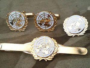 【送料無料】メンズアクセサリ― ホワイトカフスボタンバッジネクタイクリップセットunited nations white un cufflinks, badge, tie clip military gift set