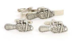 【送料無料】メンズアクセサリ― チェーンソーシロメカフスリンクネクタイピンセットchainsaw design pewter cufflinks and tie clip set tree surgeons gift boxed