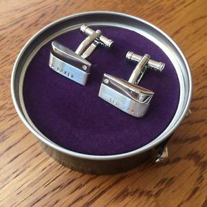 【送料無料】メンズアクセサリ― テッドベーカーシルバートーンコーナーストーンロゴカフリンクスted baker silver tone corner stone logo cufflinks bnib