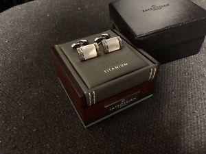 【送料無料】メンズアクセサリ― パールシェイプカフスボタンブランドチタンtateossian titanium mother of pearl d shape cufflinks brand
