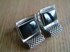 【送料無料】メンズアクセサリ― ゴージャスカフスボタンgorgeous individual silvertone wrap around cufflinks with onyx stones