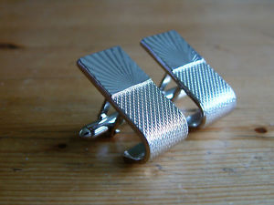 【送料無料】メンズアクセサリ― カフスボタンrare individual silvertone wrap around cufflinks static wrap