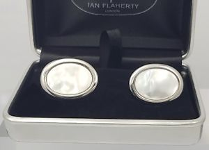 【送料無料】メンズアクセサリ― ホワイトパールカフリンクスカフスボタンoval white pearl cufflinks men or women father of the bride trendy cufflinks