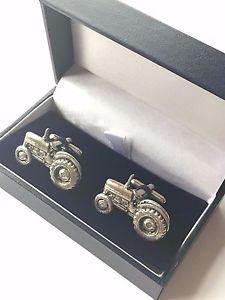 【送料無料】メンズアクセサリ― トターハンドメイドピューターカフリンクスボックスfarmyard tractor hand made pewter cufflinks n299 gift boxed