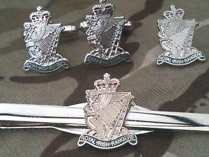 【送料無料】メンズアクセサリ― ロイヤルアイリッシュレンジャーズカフリンクスバッジネクタイクリップセットroyal irish rangers cufflinks, badge, tie clip gift set