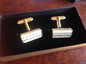 【送料無料】メンズアクセサリ― パールビンテージカフスボタンvintage carved mother of pearl, gold plated cufflinks c1970 boxed