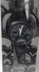 【送料無料】腕時計 ウォッチ アナログウォーキングデッドreloj analgico the walking dead realizado en 2013 por vannen relojes por