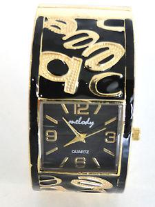 腕時計 ウォッチ ブレスレットノワールmontre bracelet femme noir lettre jaune cadran carre a aiguilles a quartz
