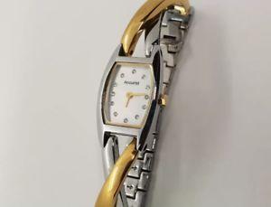 腕時計 ウォッチ ブレスレットトーンツイストアラームポンドaccurist mujer dos tonos retorcido pulsera reloj lb1435p