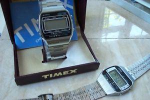 【送料無料】腕時計 ウォッチ デジタルdos relojes timex digital y caja uno, uno no en funcionamiento en funcionamiento c temprano dcada de 1980