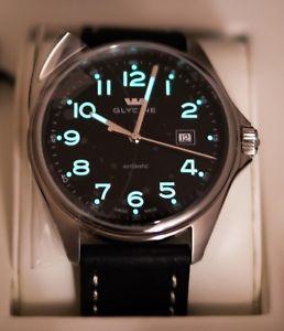 【送料無料】腕時計 ウォッチ グリシンポンドスイスアナログブラックウォッチglycine combate 6 389019atlb9b swiss automtico 43mm reloj negro de cuero analgico