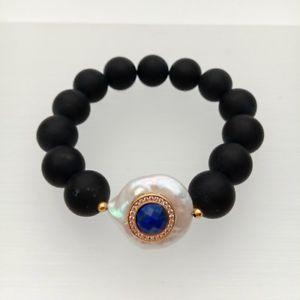 【送料無料】ブレスレット アクセサリ― オニキスホワイトコインパールラピスストレッチブレスレットfrosted onyx white coin pearl cz pave lapis stretch bracelet