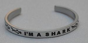 【送料無料】ブレスレット アクセサリ― サメサメハンドメイドブレスレットim a shark wsharks engraved handmade bracelet by say it and wear it