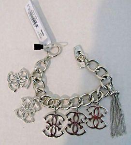 【送料無料】ブレスレット アクセサリ― チェーンブレスレットシルバーロゴguess toggle chain bracelet silver with logo charms amp; pave