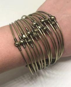 【送料無料】ブレスレット アクセサリ― プレミアデザインブレスレットカフマットゴールドpremier designs jewelry slinkie bracelet 50102 cuff antiqued matte brass 7 gold