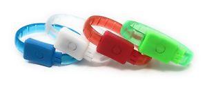 【送料無料】ブレスレット アクセサリ― グローカラーライトブレスレットディスコパーティパーティバッグアップライト 4 led light up glow colour flashing light bracelet disco party party bag