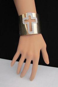 【送料無料】ブレスレット アクセサリ― ブレスレットファッションゴールドシルバーカフジュエリーキラキロスカットwomen bracelet fashion gold silver cuff jewelry cut out sparkling cross shiny