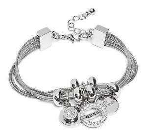 【送料無料】ブレスレット アクセサリ― レディースシルバースネークチェーンラインストーンロゴブレスレットguess womens silver snake chains amp; rhinestone logo charms bracelet